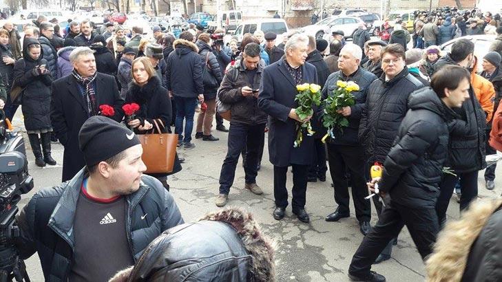 Хто з політиків прийшов на похорон Георгія Гонгадзе - фото 3