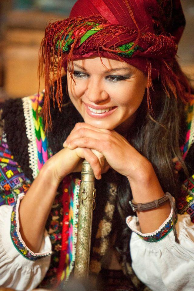 Руслана приміряла образ гуцулки з люлькою - фото 1