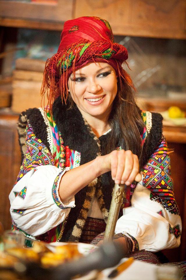 Руслана приміряла образ гуцулки з люлькою - фото 3