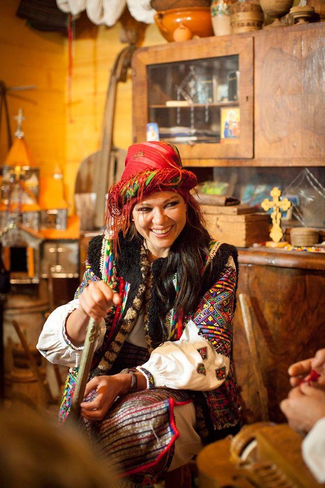 Руслана приміряла образ гуцулки з люлькою - фото 4