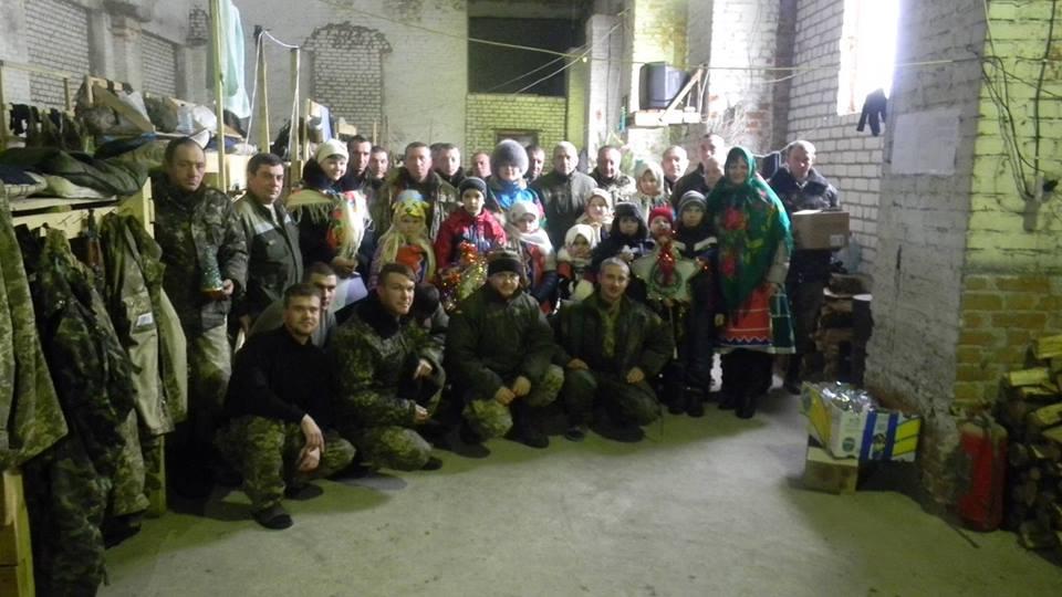 В Донецьку діти прийшли колядувати до бійців АТО - фото 2