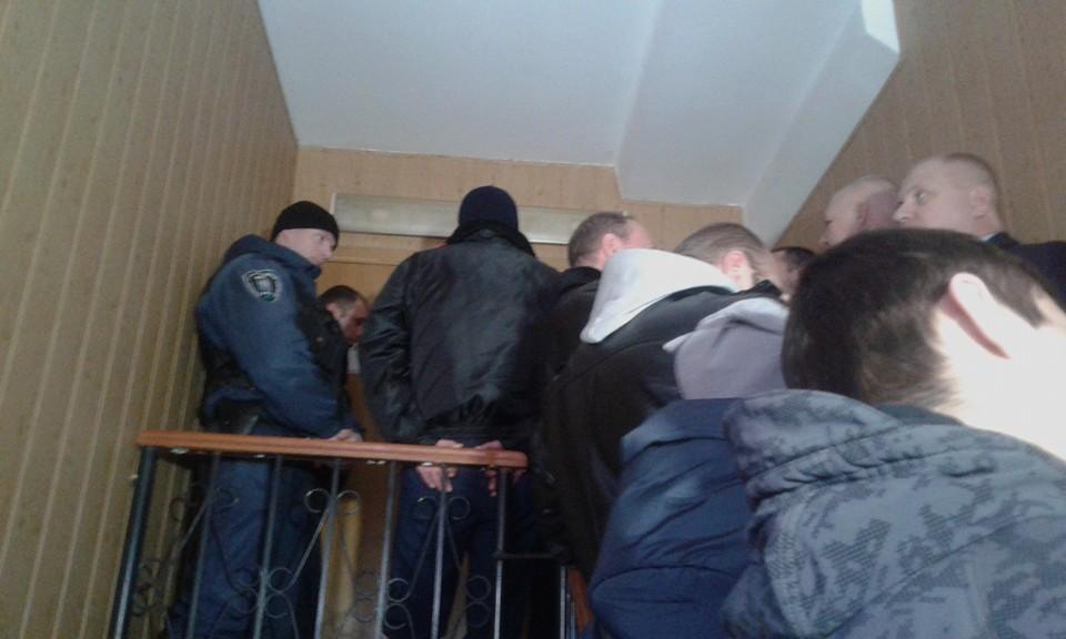 """Як """"торнадівці"""" штурмують київський суд - фото 3"""