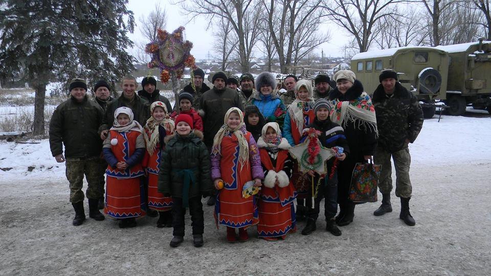 В Донецьку діти прийшли колядувати до бійців АТО - фото 3