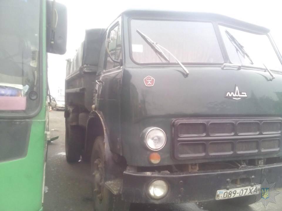 Зіткнення тролейбусу та вантажівки в Харкові: деталі ДТП  - фото 2
