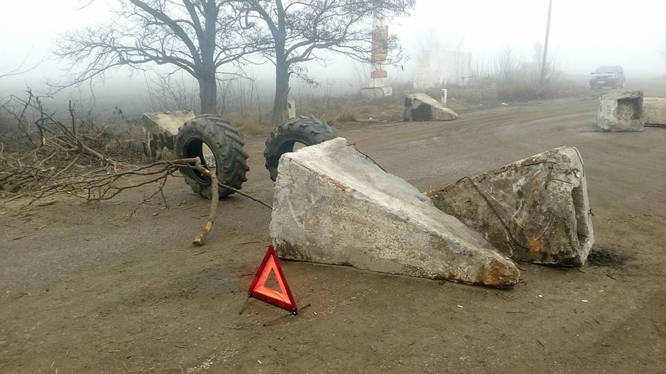 На Миколаївщині дніпропетровську трасу Н-11 перекрили з двох напрямків
