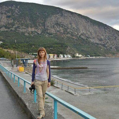 Жителька Києва розпродає по клаптиках Крим - фото 1