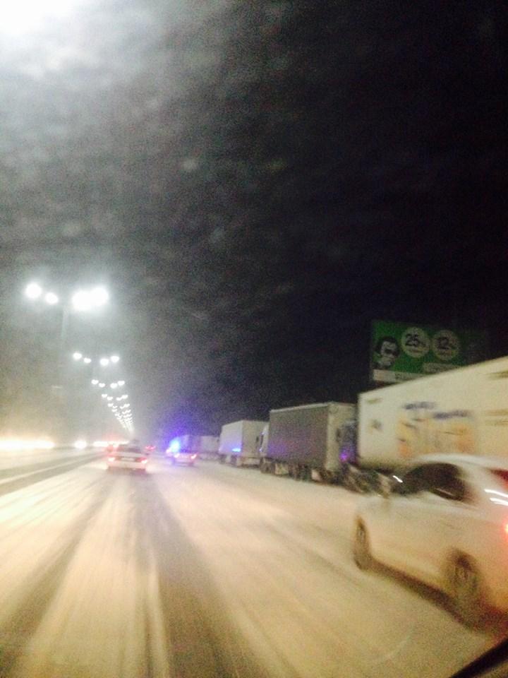 Понад 40 фур стоять на в'їзді до Києва  - фото 1