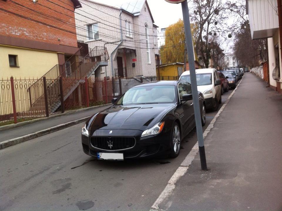 """Вінницький депутат купив собі """"Ягуар"""", а їздить на """"старенькому"""" """"Мазератті"""" - фото 2"""