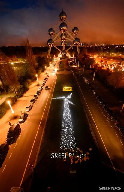 Активісти Greenpeace влаштували яскравий перформанс під стінами ЧАЕС - фото 3