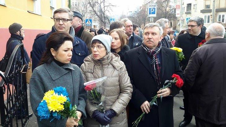Хто з політиків прийшов на похорон Георгія Гонгадзе - фото 1