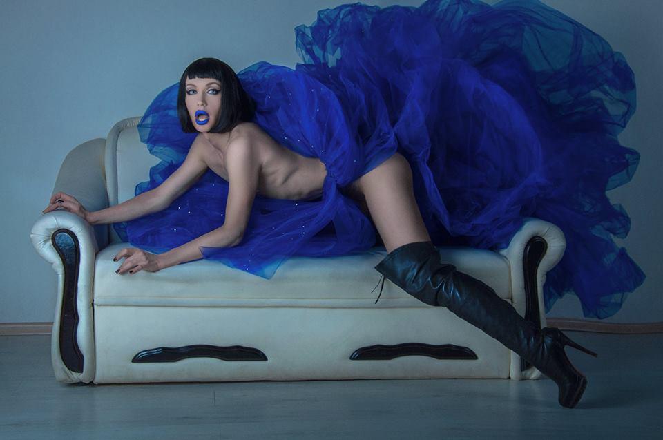 Травесті-діва Монро шокувала відвертою фотосесією у трусах та топлес  - фото 3