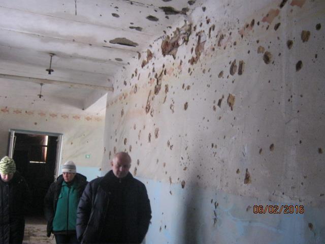 Волонтер показав, у яких умовах живуть та грають у фубол діти у воєнній Красногорівці - фото 6