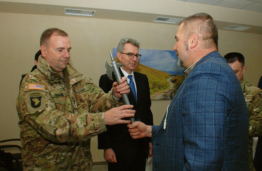 """Посол та генерал армії США були вражені відвідавши полк """"Дніпро-1"""" (ФОТО) - фото 4"""