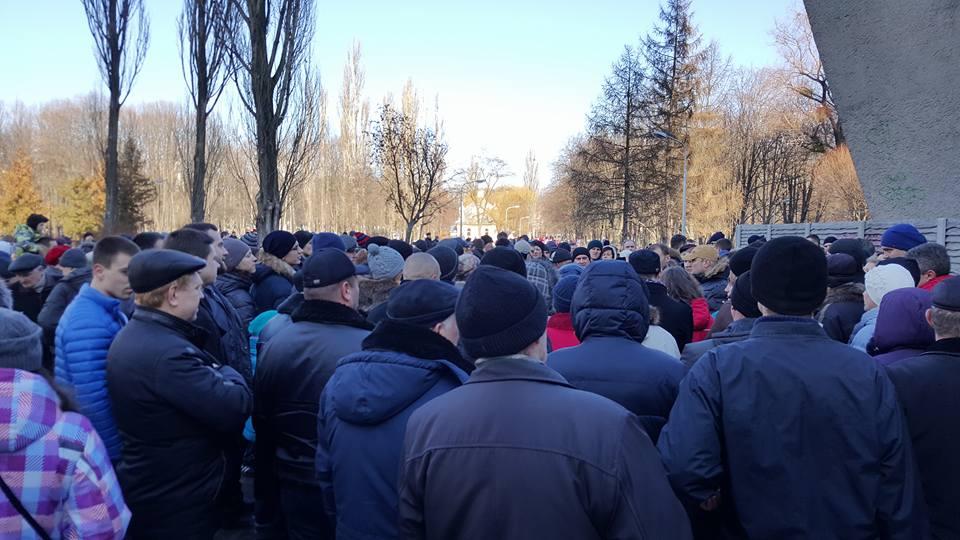 У Києві тисяча мешканців вийшла на захист парку від забудови (ФОТО) - фото 1