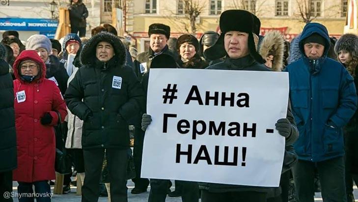 Скільки коштує барсетка Кононенка та як Тімошенко обнімала Яценюка - фото 4