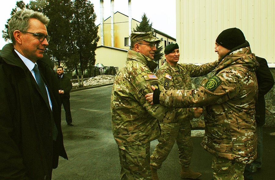 """Посол та генерал армії США були вражені відвідавши полк """"Дніпро-1"""" (ФОТО) - фото 1"""