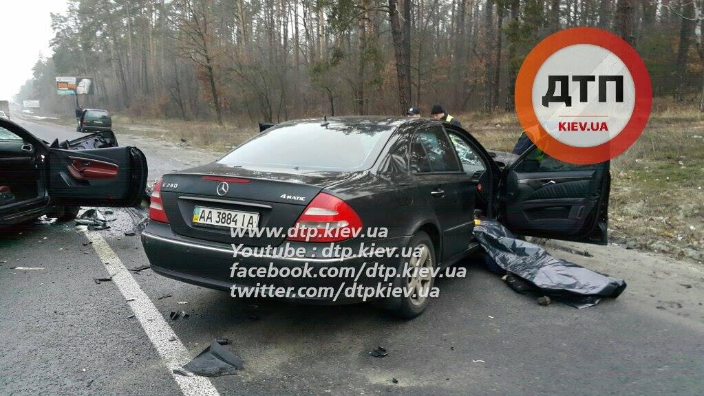 Страшна аварія під Києвом: жінка загинула, дитина в реанімації (ФОТО) - фото 3