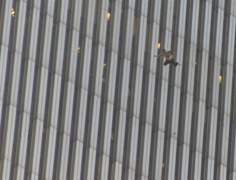 Трагедія 9/11: Сьогодні 14-та річниця наймасштабнішого теракту в історії США (ФОТО, ВІДЕО) - фото 4