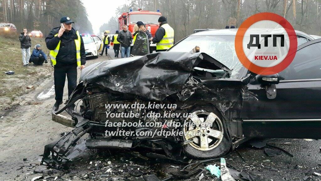 Страшна аварія під Києвом: жінка загинула, дитина в реанімації (ФОТО) - фото 2