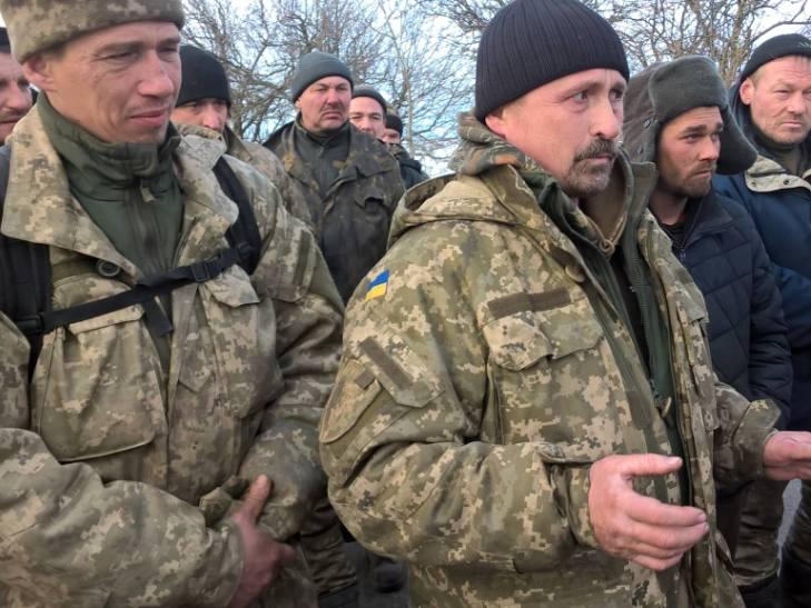 """АТОшники йдуть пішки з Широколанівського полігону на """"штурм"""" військової прокуратури - фото 2"""