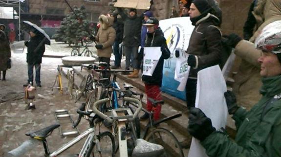 Під Київрадою проходить веломітинг - фото 2