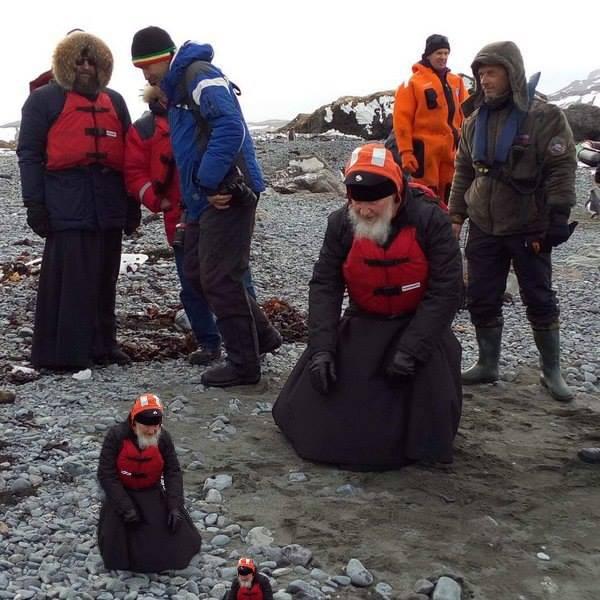 Як Гундяєв пінгвінів в Антарктиді хрестив (ФОТОЖАБИ) - фото 10