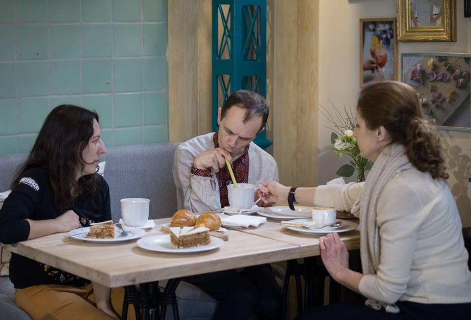 Марина Порошенко сходила на каву з хлопцем з ДЦП - фото 1