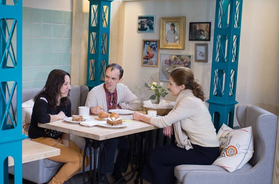 Марина Порошенко сходила на каву з хлопцем з ДЦП - фото 3