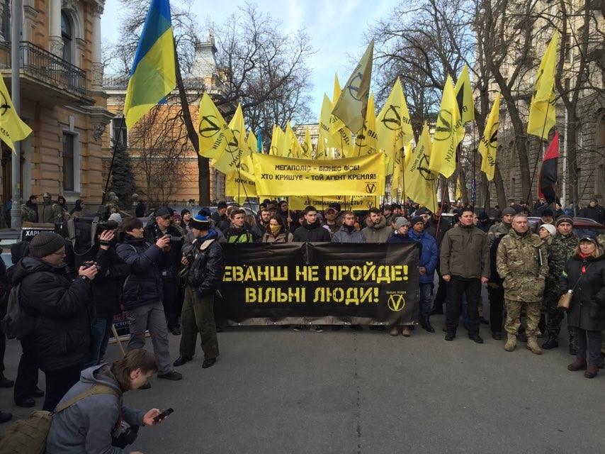 """Учасники """"Революції гідності"""" йдуть маршем до Порошенка - фото 1"""