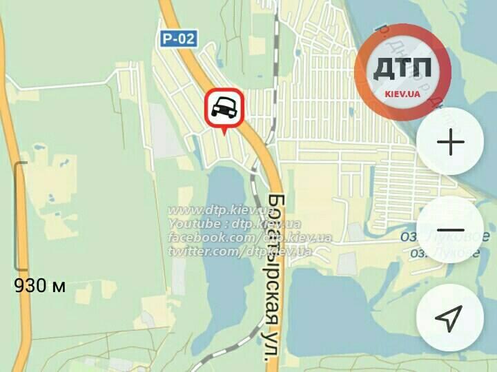 У Києві Lexus зніс зупинку: пішохід загинув на місці (ФОТО 18+) - фото 3