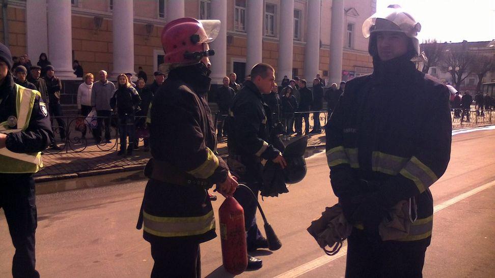 У Вінниці під управлінням Нацполіції палять шини - фото 3