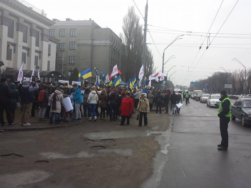 Під посольством Росії у Києві вимагають звільнити Савченко - фото 2