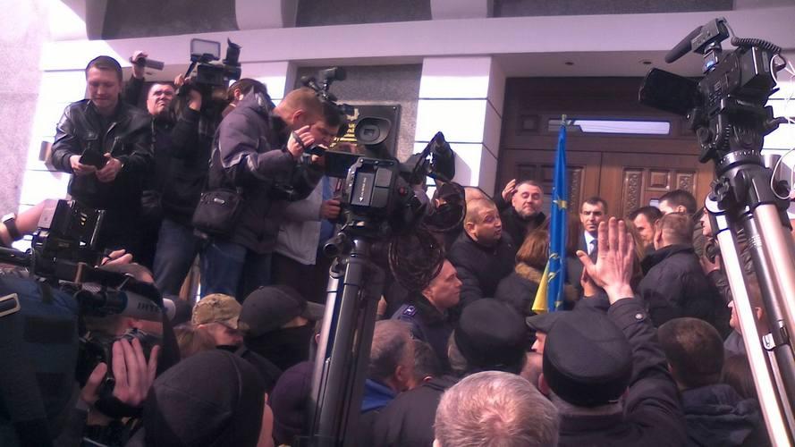"""Автомайдани з'їхались у Вінницю, щоб """"зняти"""" начальника поліції Шевцова - фото 1"""