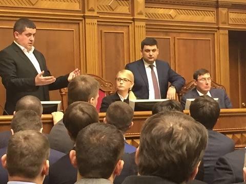 Тимошенко приміряла крісло Гройсмана  - фото 3