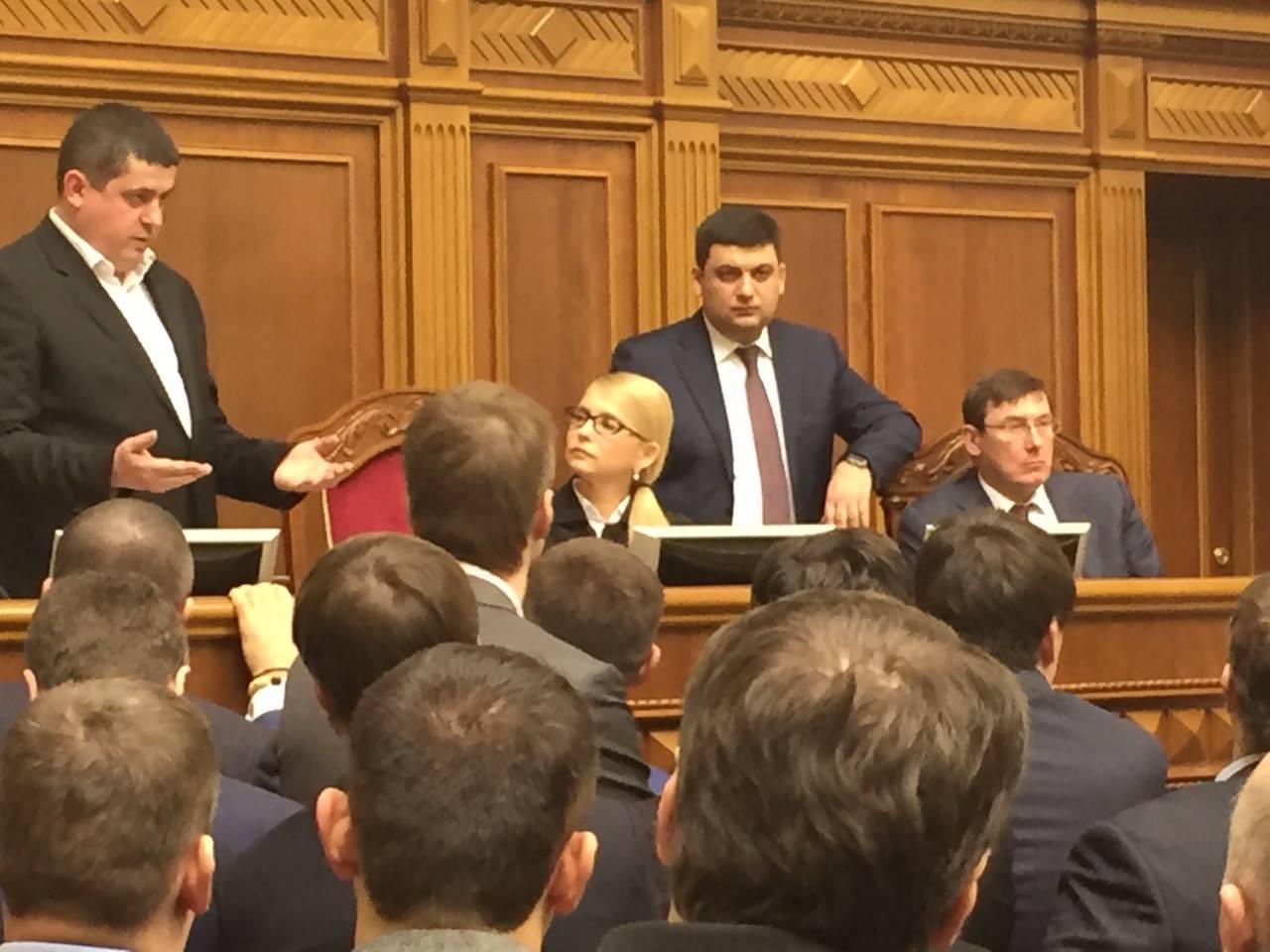 Тимошенко приміряла крісло Гройсмана  - фото 2