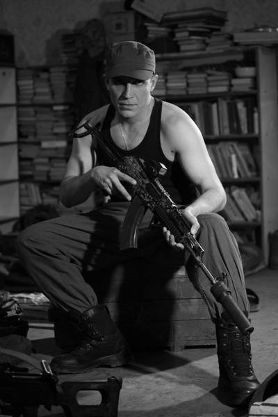 Голий торс та гвинтівка - як бійці на передовій знімались у фотосесії - фото 6