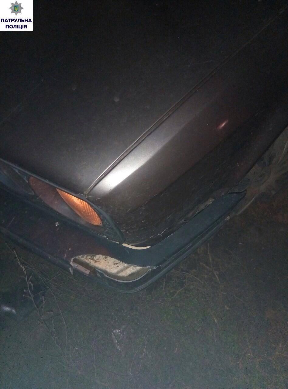 У Миколаєві озброєний гонщик на BMW намагався втекти від патрульних - фото 2