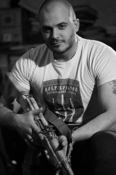 Голий торс та гвинтівка - як бійці на передовій знімались у фотосесії - фото 2