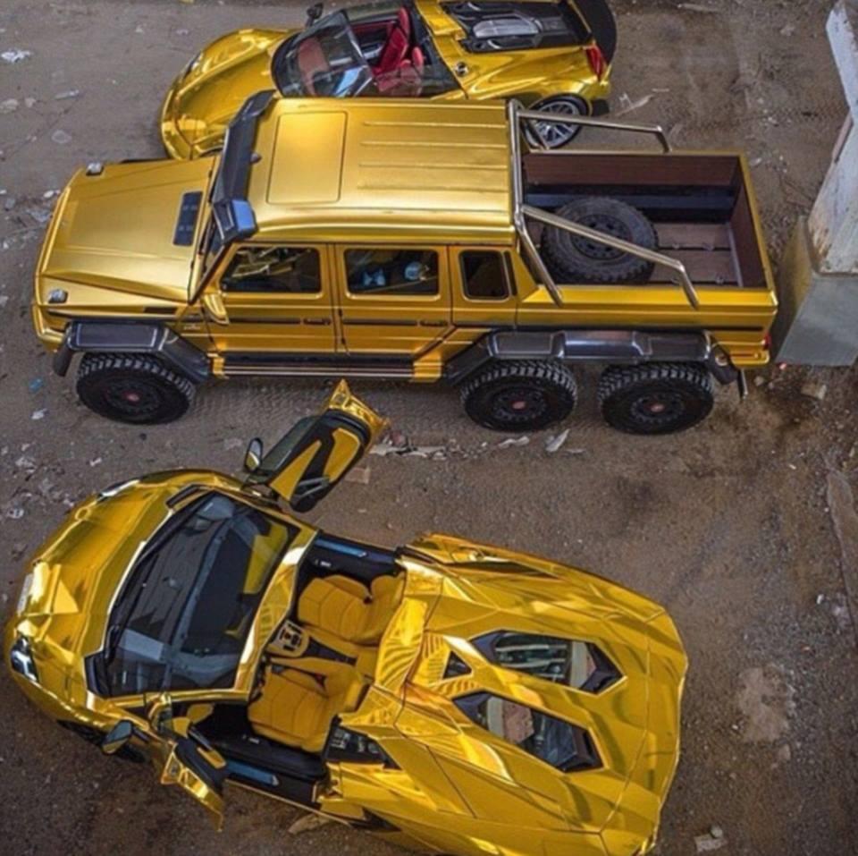 Плейбой із Саудівської Аравії привіз до Лондона чотири золотих авто  - фото 4