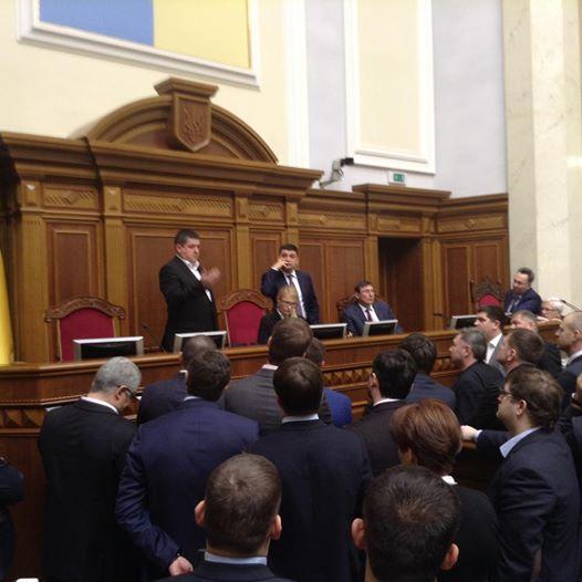 Тимошенко приміряла крісло Гройсмана  - фото 1