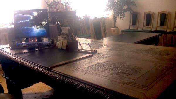 """У Вінниці розберуть стіну музею, щоб винести з кабінету директорки """"стіл Петлюри"""" - фото 3"""