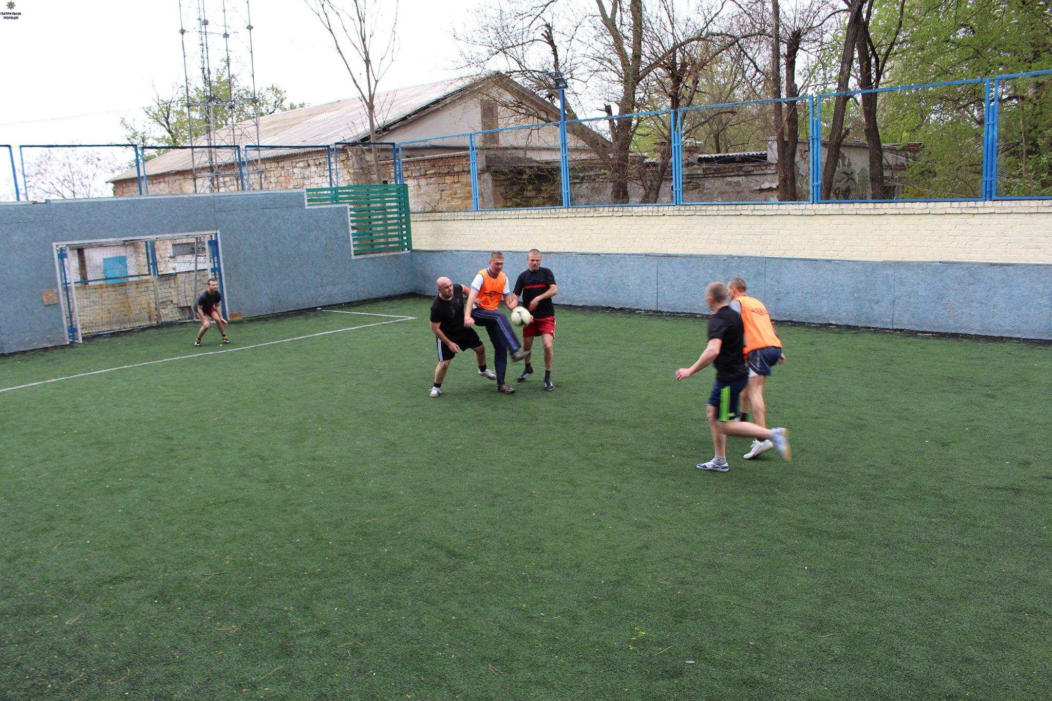 Миколаївські патрульні влаштували футбольний турнір - фото 1