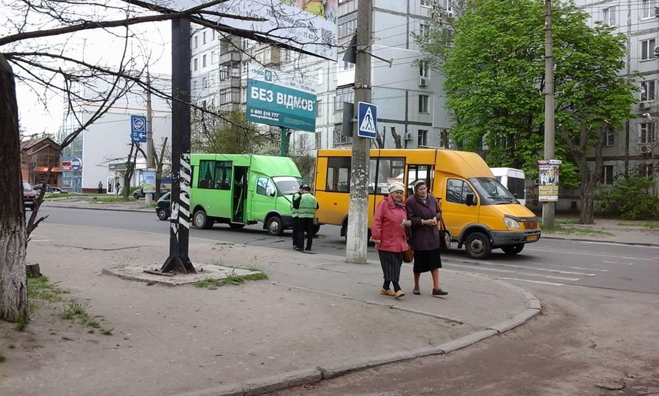 У Миколаєві жінка спровокувала зіткнення двох маршруток - фото 2