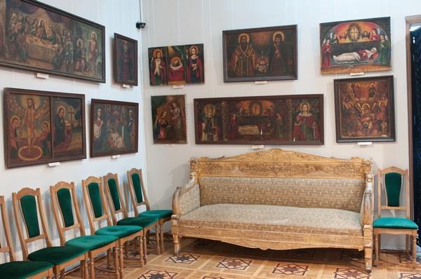 """Вінницьких художник """"переплюнув"""" Ющенка в колекціонуванні ікон - фото 1"""