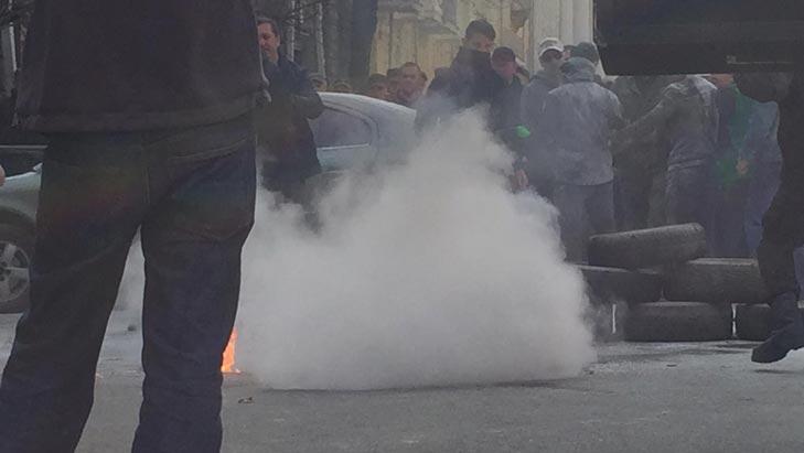 Як під Адміністрацією президента шини палають - фото 4