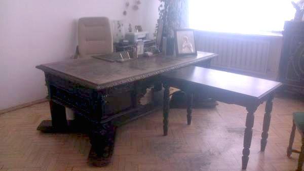 """У Вінниці розберуть стіну музею, щоб винести з кабінету директорки """"стіл Петлюри"""" - фото 2"""