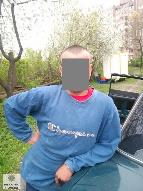 У Івано-Франківську поліція затримала п'яного водія за кермом дерев'яної колоди - фото 4