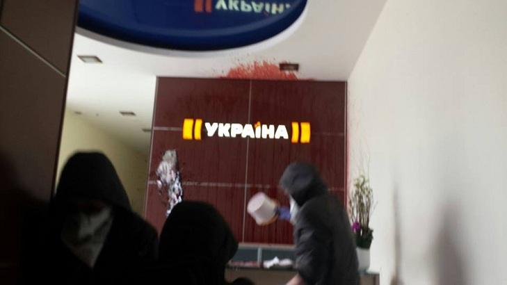 """Приймальну телеканалу Ахметова залили кров'ю за серіал про """"Л/ДНР"""" - фото 4"""