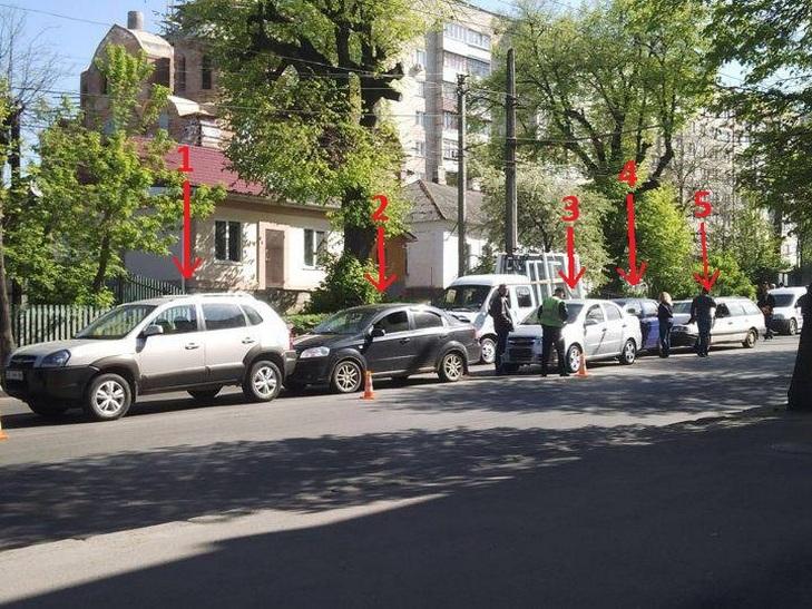 У Вінниці в аварію потрапили одразу 5 автівок - фото 1