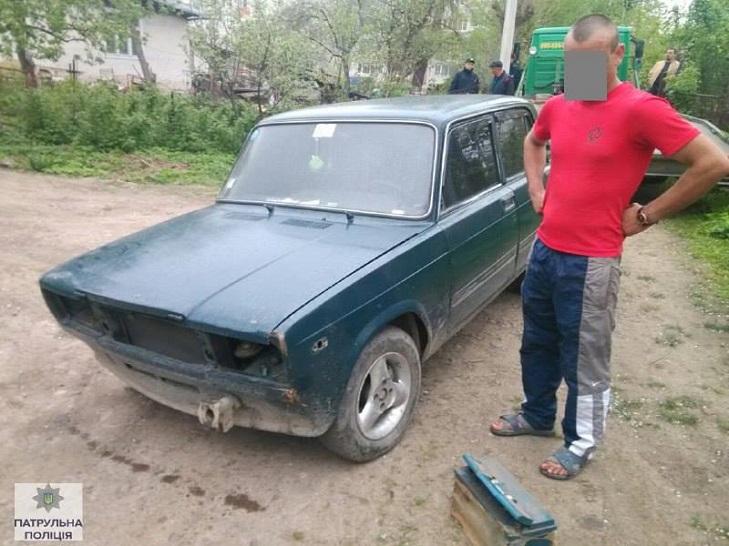 У Івано-Франківську поліція затримала п'яного водія за кермом дерев'яної колоди - фото 2